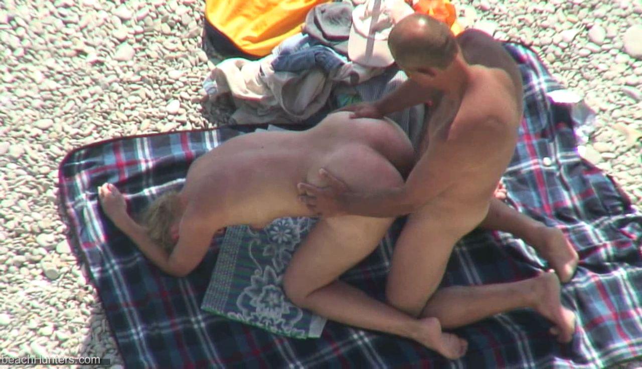 erotika-video-onlayn-skritaya-kamera-na-plyazhe