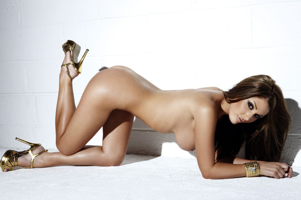 lucy-pinder-feb-2010-12
