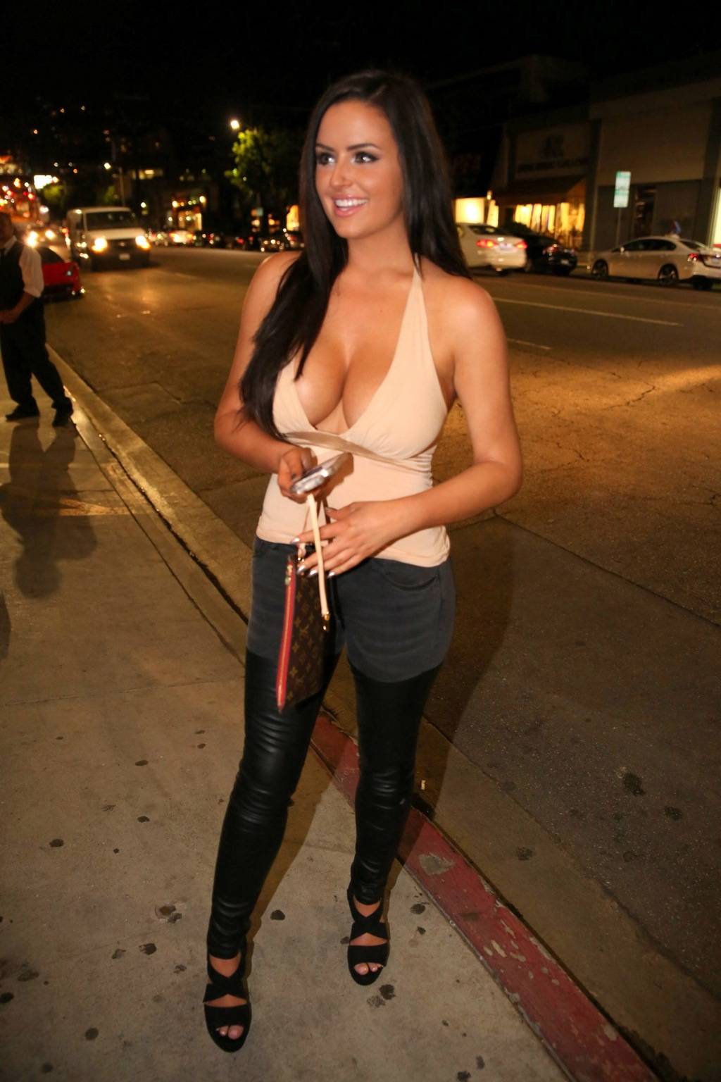abigail-ratchford-innocent-outfit-9