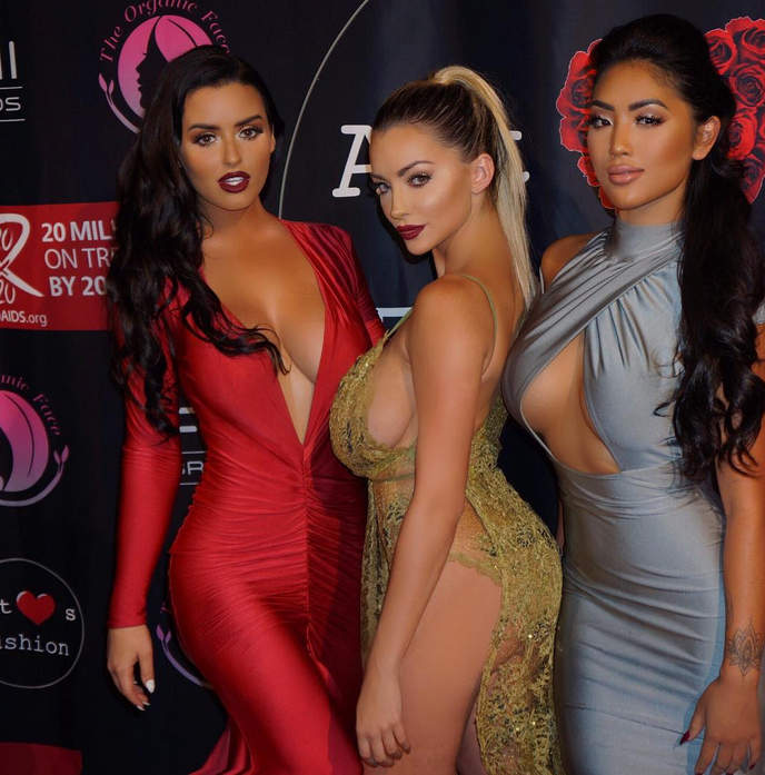 abigail-ratchford-with-friends-12