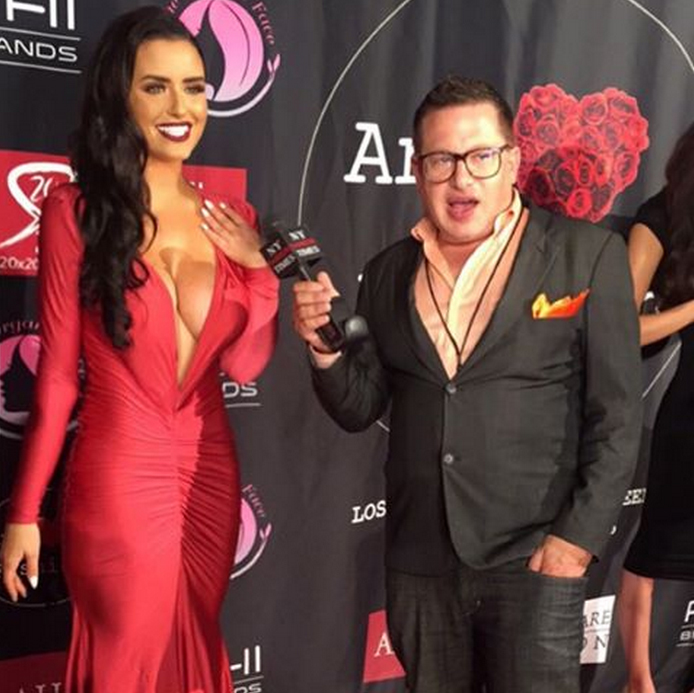abigail-ratchford-with-friends-13