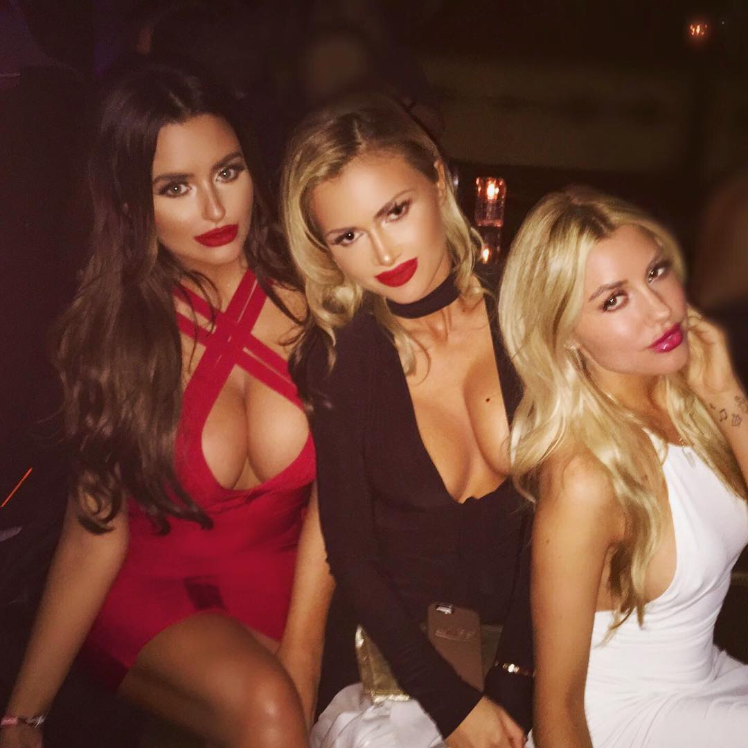 abigail-ratchford-with-friends-14