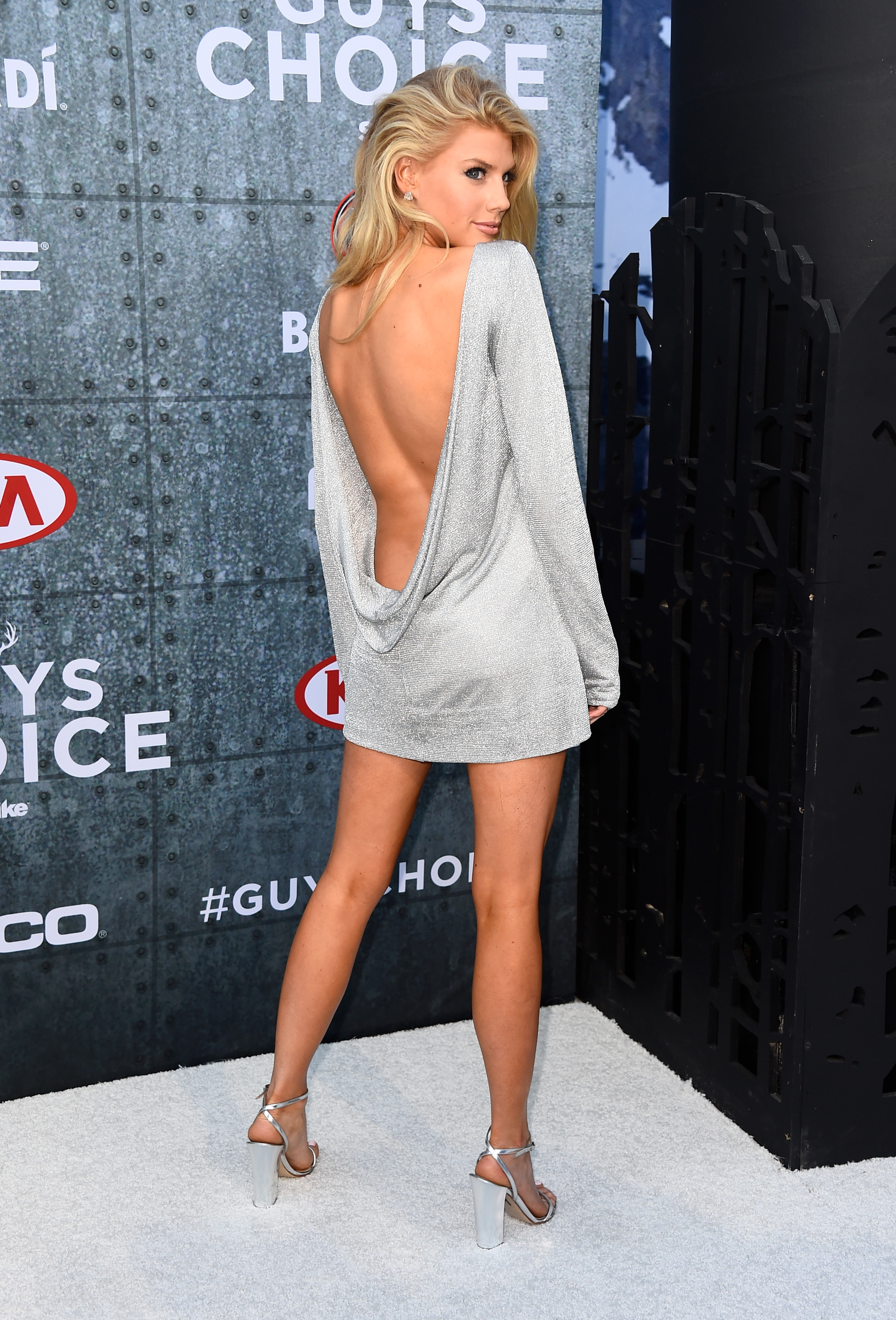 charlotte-mckinney-innocent-outfit-4