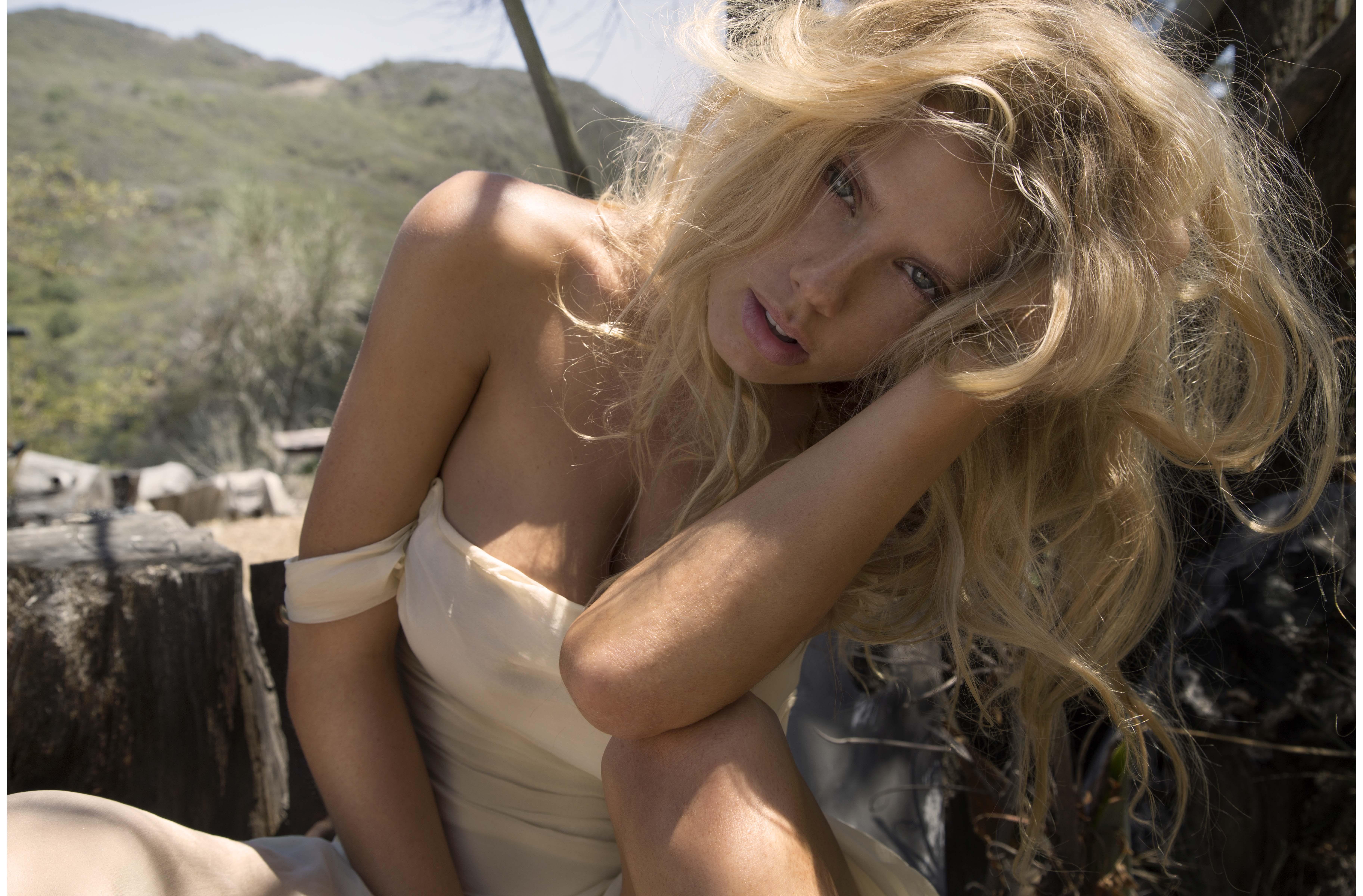 charlotte-mckinney-snapchat-2
