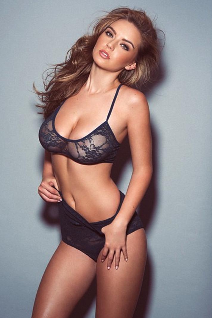 Lauren Hanley Super Busty