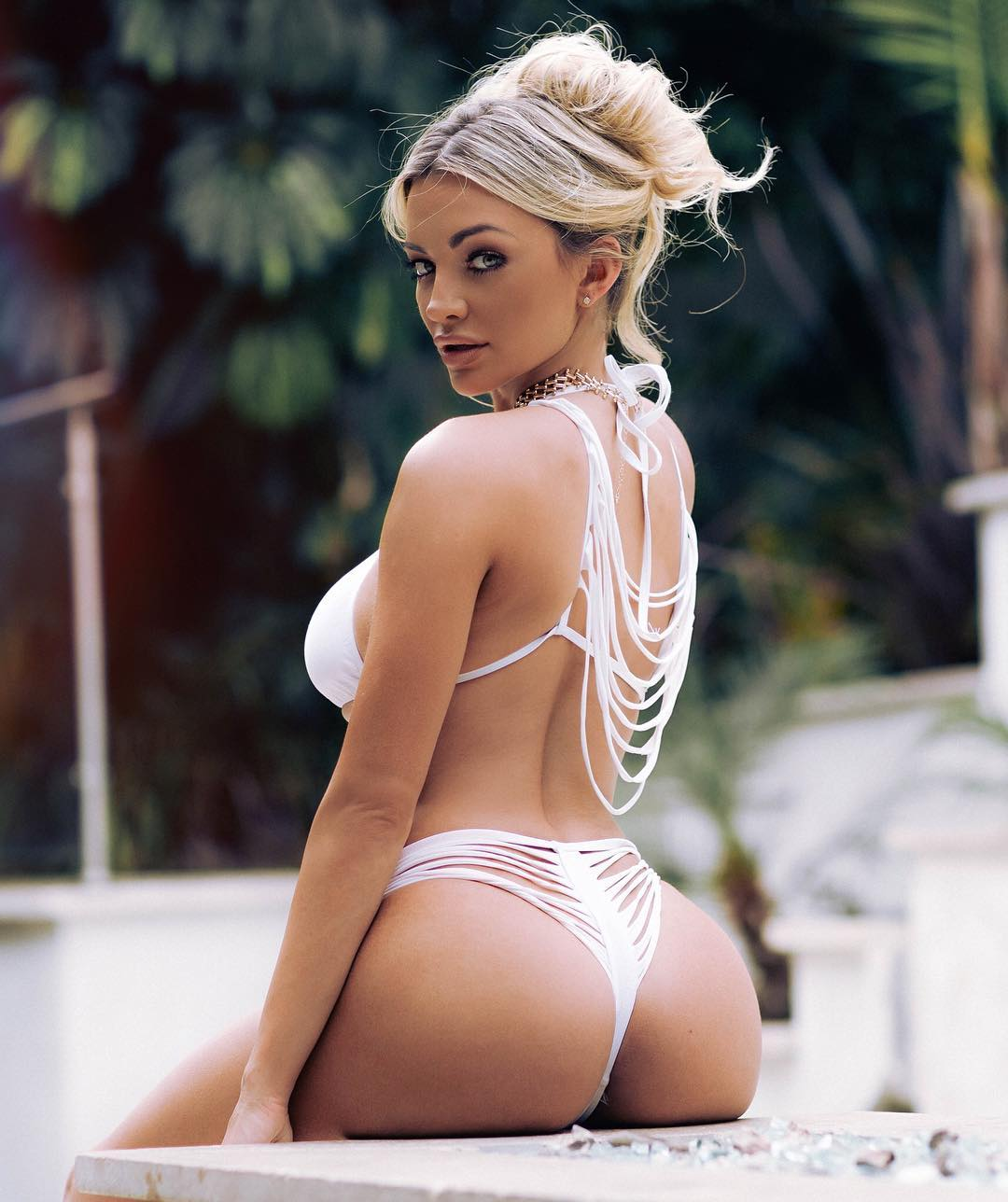 lindsey-pelas-bikini-pics-are-so-hot-4