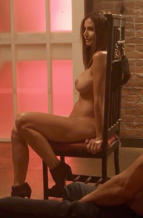 charisma-carpenter-naked-002