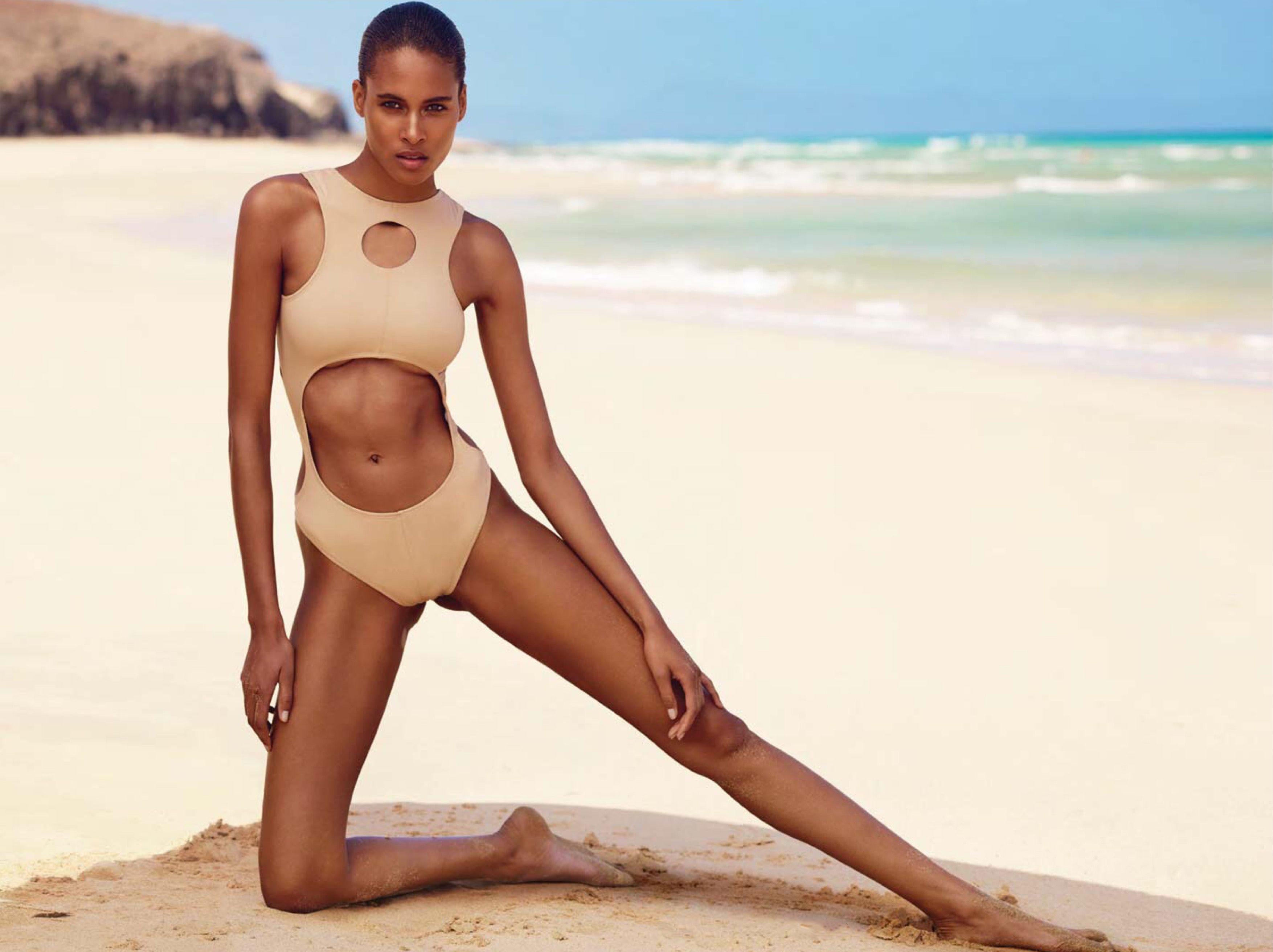 cindy-bruna-sexy-topless-2