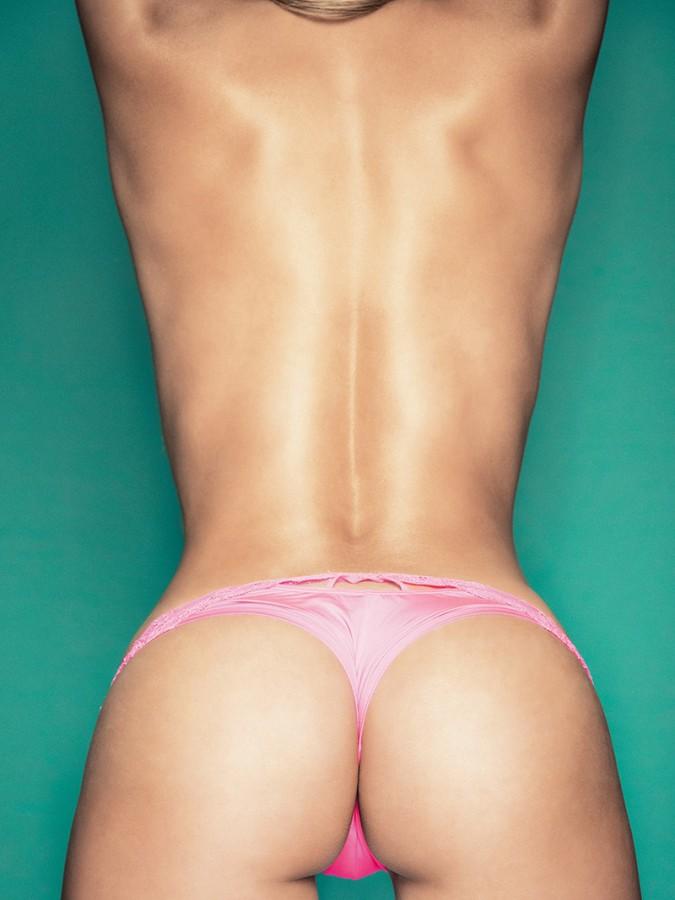 diana-mesa-topless-party-03-675x900