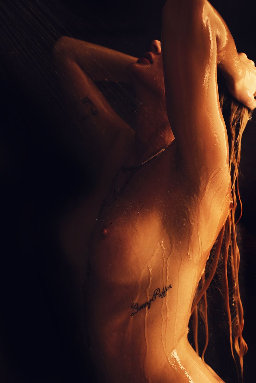 elle-bowman-naked-8
