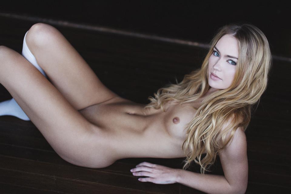 emma-king-nude-5