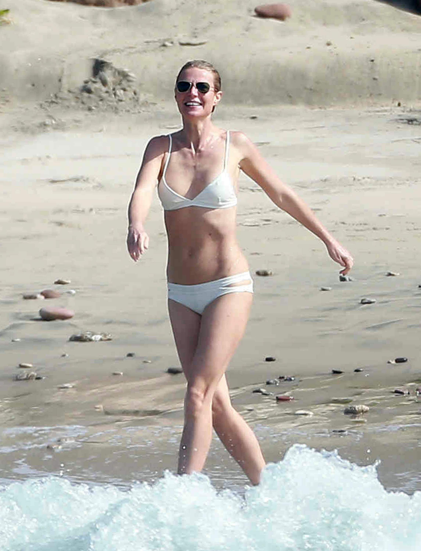 gwyneth-paltrow-in-a-bikini-10