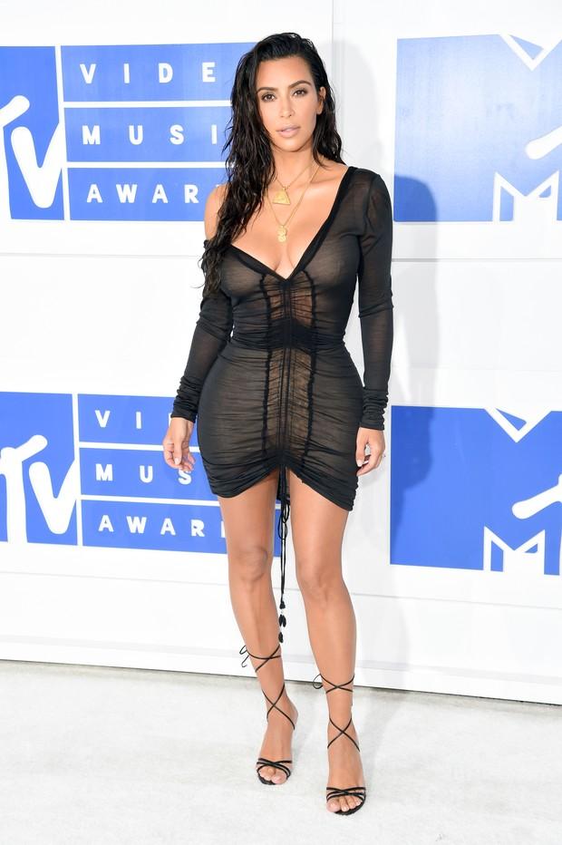 kim-kardashian-sexy-1
