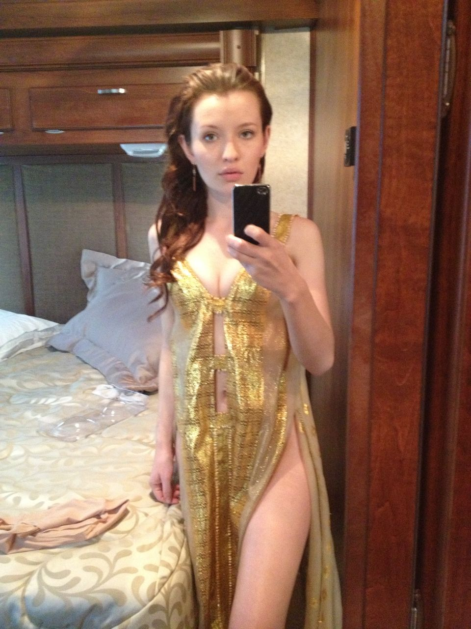 emily-browning-leaked-nudes-03
