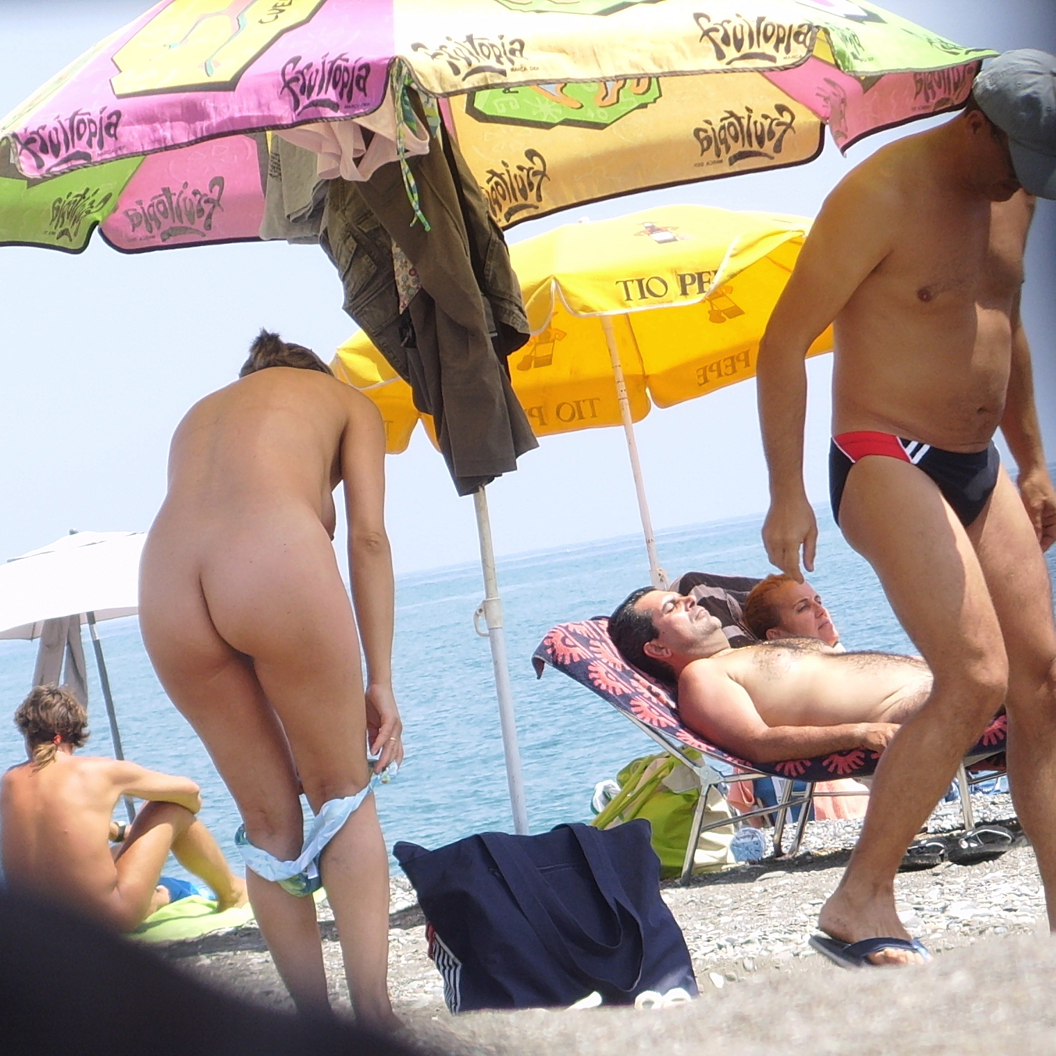 https://voyeurpapa.com/wp-content/uploads/2016/12/Nudists-family-nude-beach-12.jpg