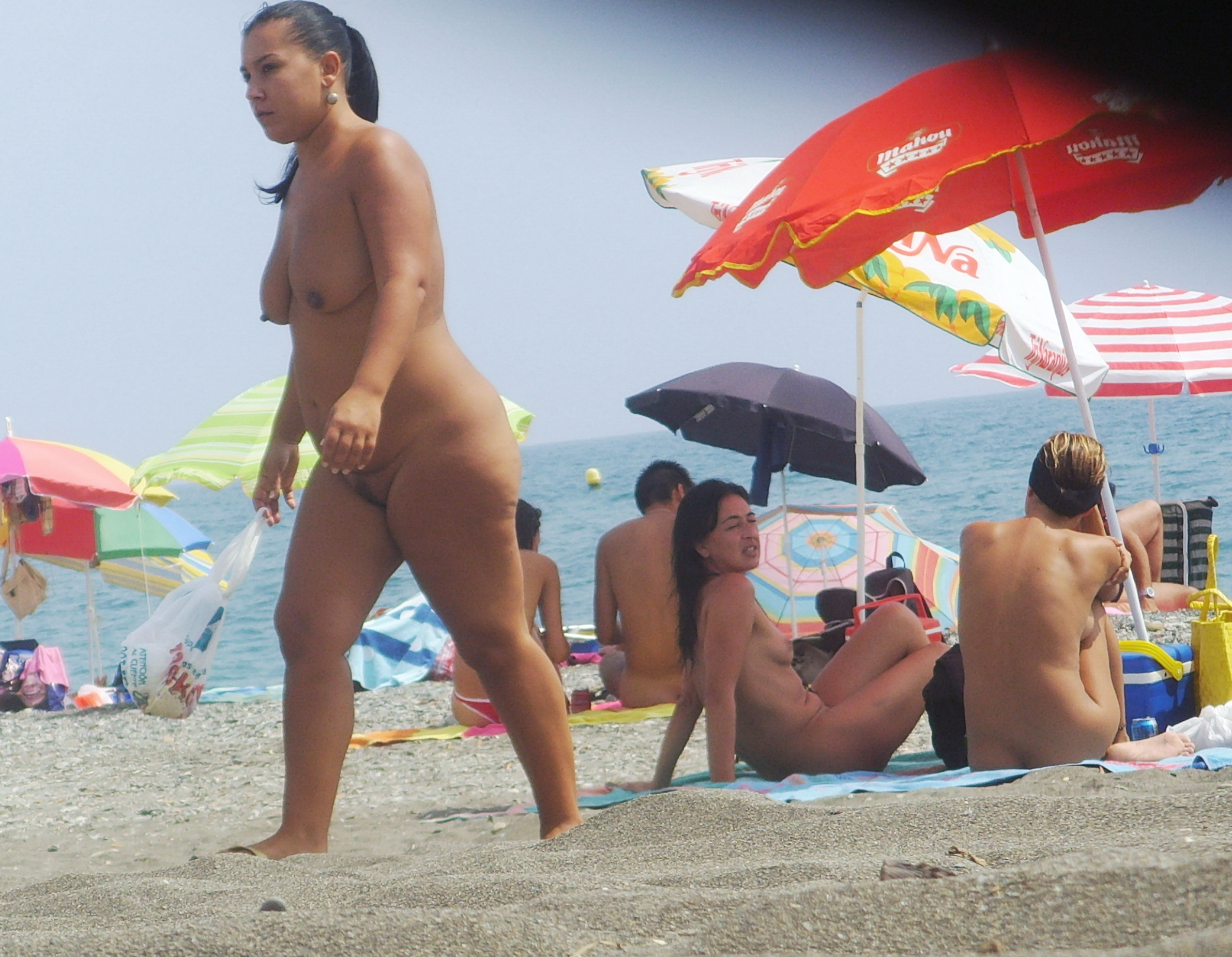 https://voyeurpapa.com/wp-content/uploads/2016/12/Nudists-family-nude-beach-2.jpg