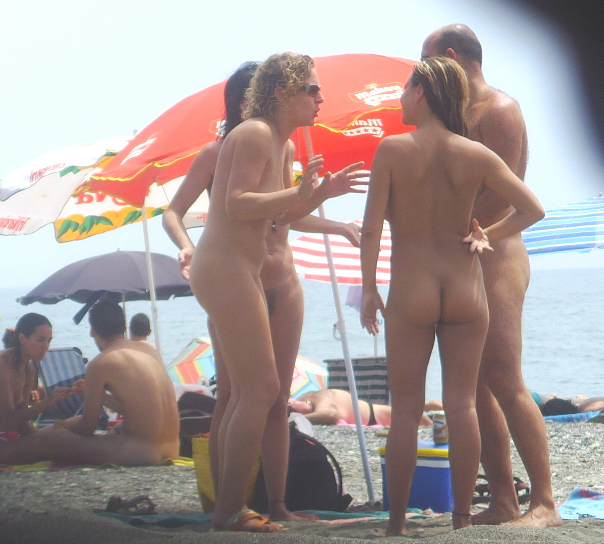https://voyeurpapa.com/wp-content/uploads/2016/12/Nudists-family-nude-beach-3.jpg