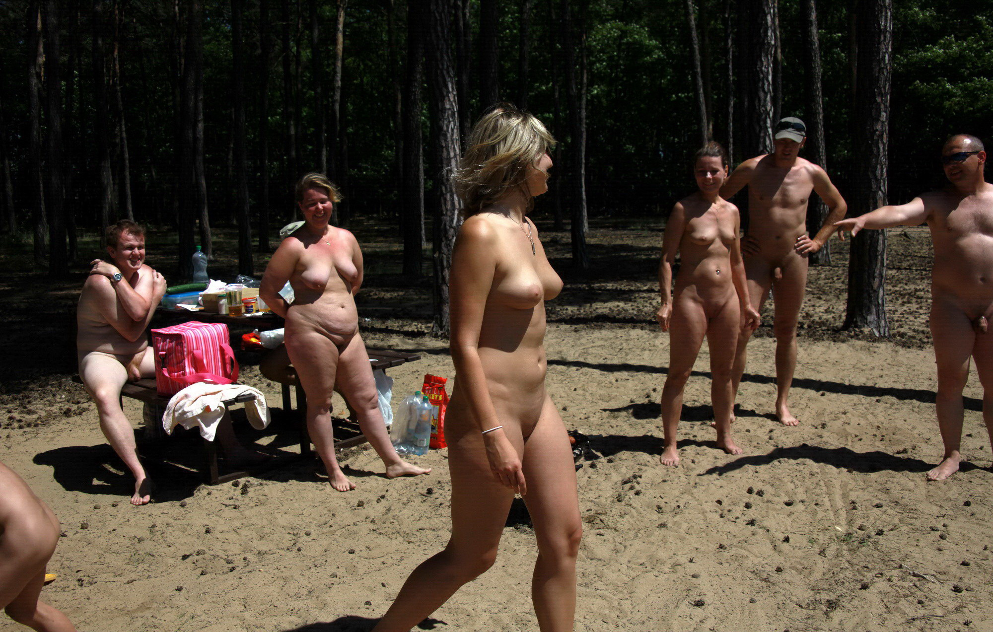 https://voyeurpapa.com/wp-content/uploads/2016/12/Nudists-family-nude-beach-32.jpg