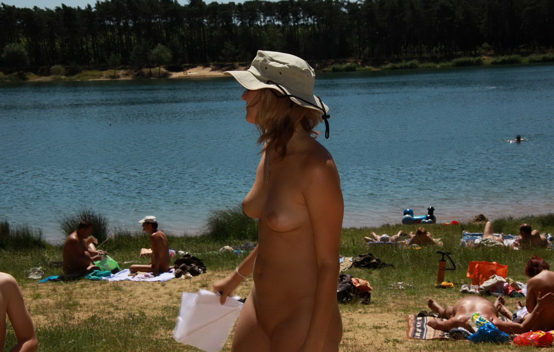 https://voyeurpapa.com/wp-content/uploads/2016/12/Nudists-family-nude-beach-73.jpg