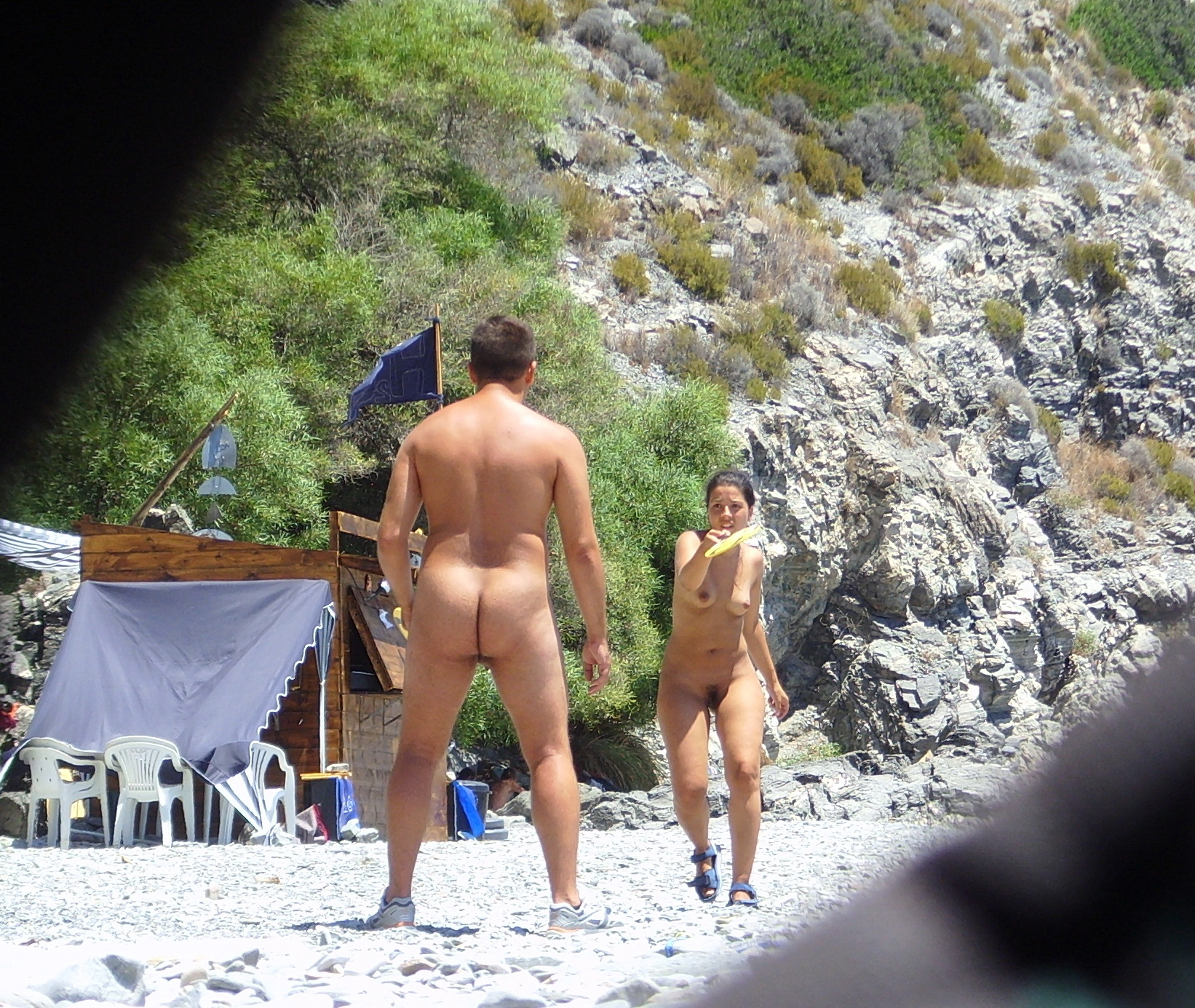 https://voyeurpapa.com/wp-content/uploads/2016/12/Nudists-family-nude-beach-9.jpg