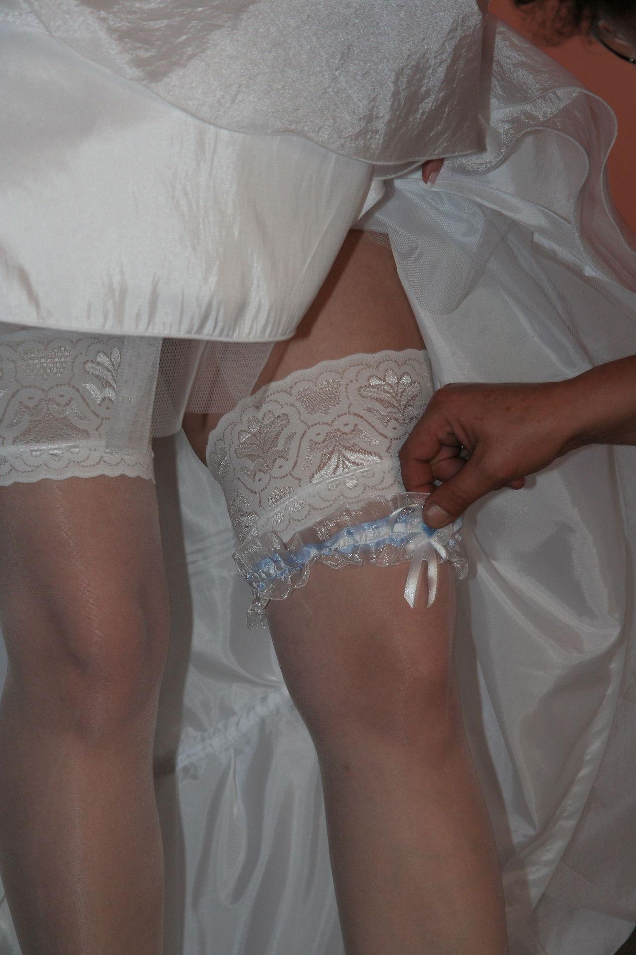 https://voyeurpapa.com/wp-content/uploads/2016/12/Wedding-skandall-SEXY-and-NUDE-598.jpg