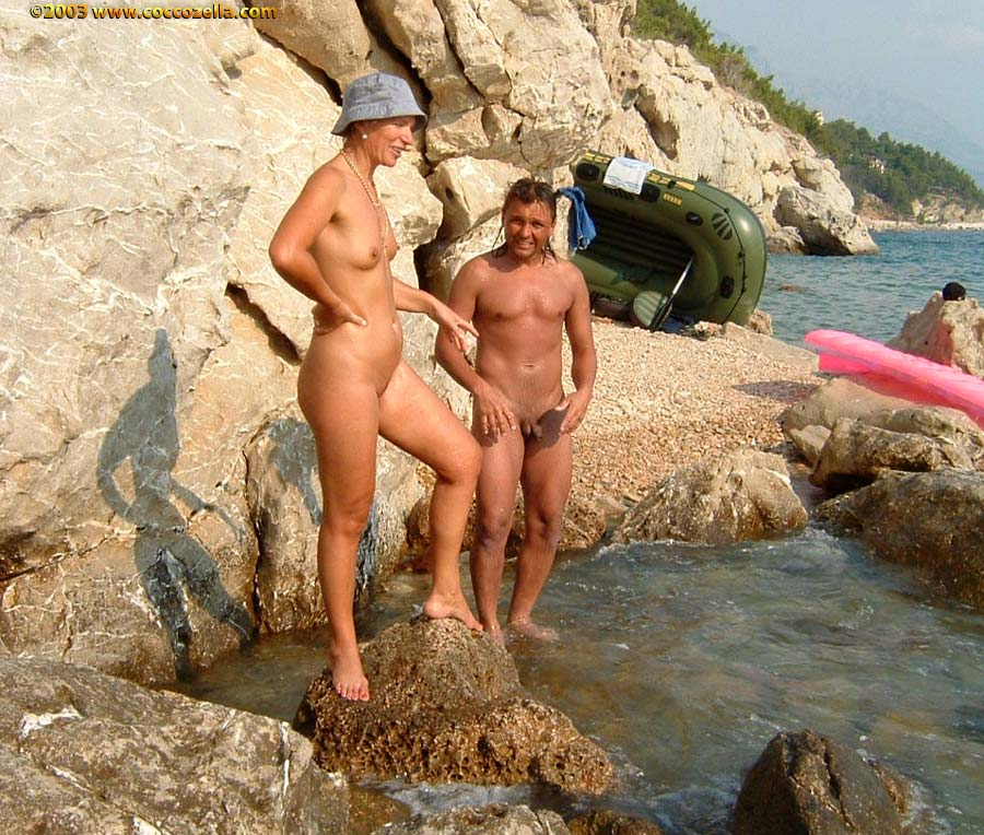 Nudist Family  Nudists website displaying the family