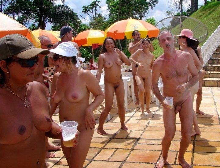 nude girl sucks dick