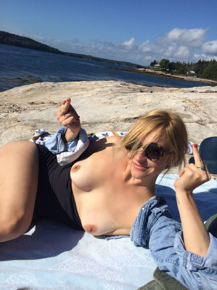 Here're some leaked photos of Abby Elliott