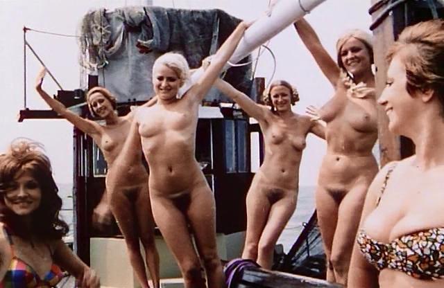 Linda McCrae  nackt