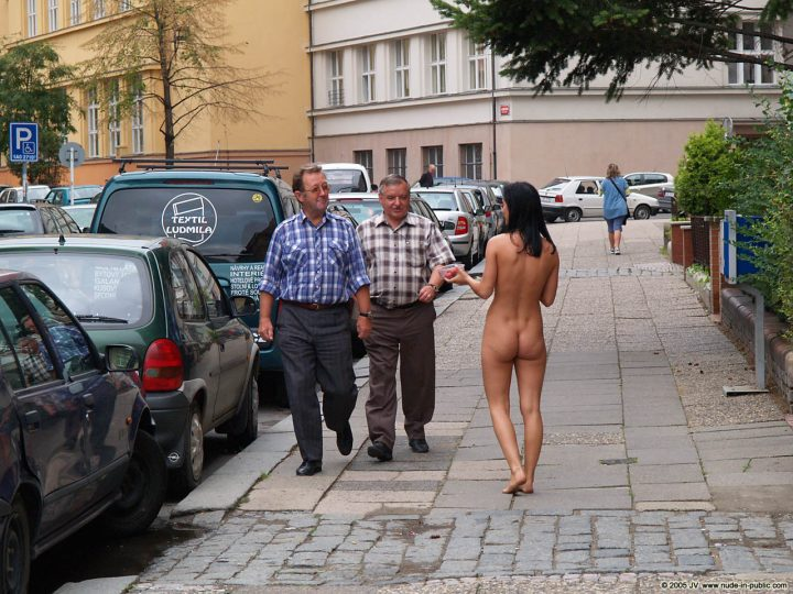 Naked Girls in Public Places & Outdoor