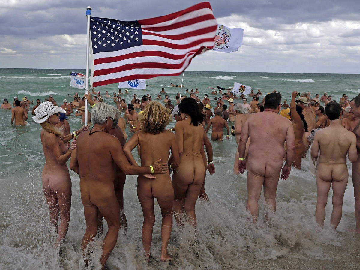 I went to a nudist beach for the first time and here's what happened