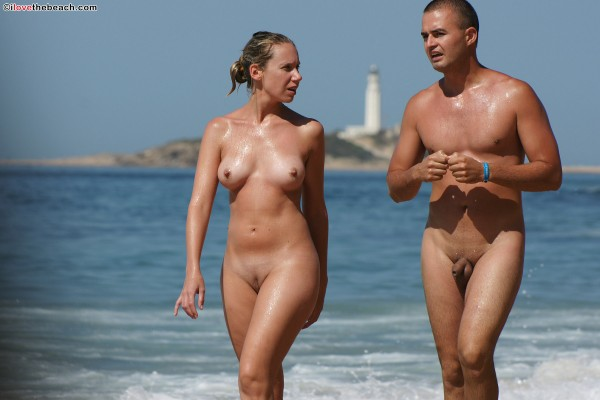 Nudists On Vacation