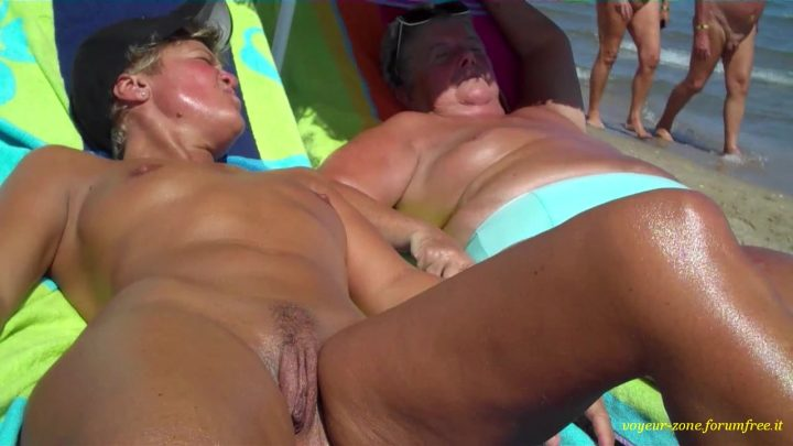 Voyeur on the beach 16 brunette in threesome