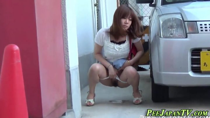 Publicly peeing japanese babes get spied