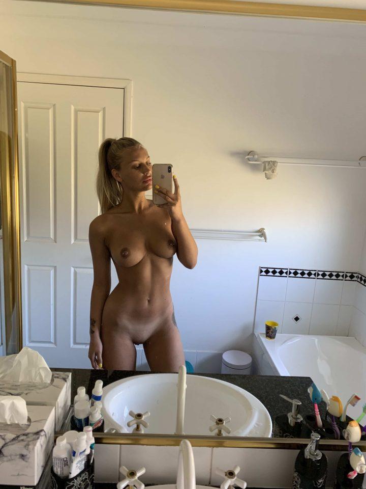 Beautiful Nude Selfie Girls And Girlfriends Small Sets