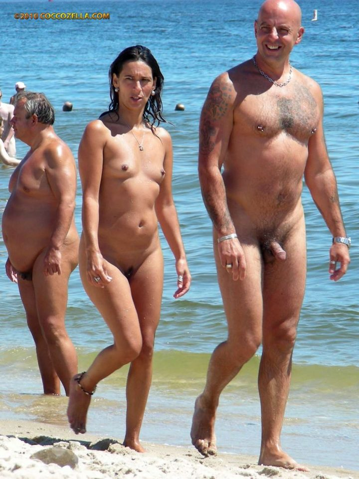 NUDISTS – girls and family photo