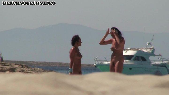 Beach Voyeur HD Nude 869