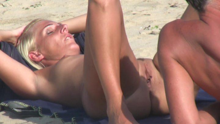 Beach Voyeur HD Nude 284
