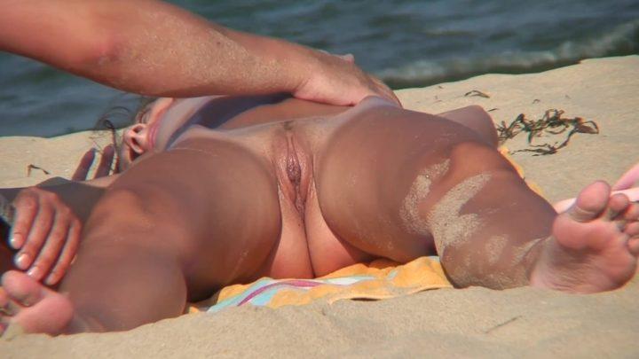 Beach Voyeur HD Nude 285