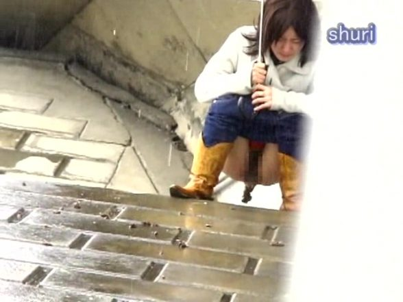 Jade Shuri – S11-01 – Caught Outdoor Pooping or Pissing