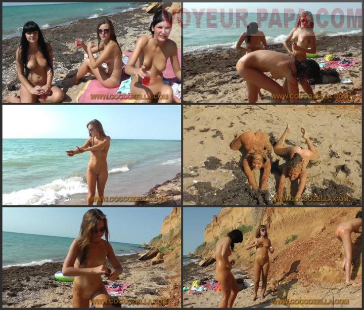 3 gilrs on the beach